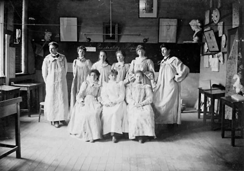 Photograph of Hobart Technical Education art class, WL Crowther Library, State Library of Tasmania, Hobart, Tasmania. Florence Rodway is standing second from right.